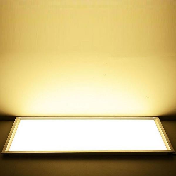 На фото изображена включенная встроенная светодиодная ЛЕД LED панель 600х600 мм с теплым светом 2700К-3000К-3300К