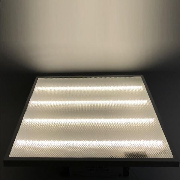 На фото изображена включенная встроенная светодиодная ЛЕД LED панель 600х600 мм с нейтральным светом 4000К-4100К-4500К-5000К