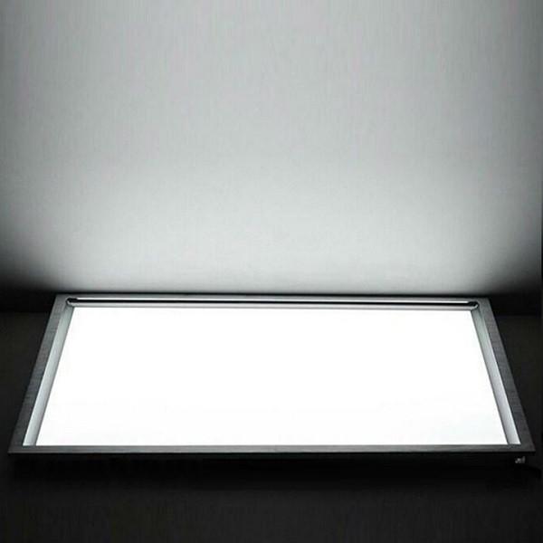 На фото изображена включенная встроенная светодиодная ЛЕД LED панель 600х600 мм с холодным светом 5500К-6000К-6200К-6400К-6500К