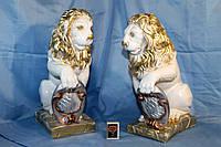 Статуэтка Лев с щитом белый