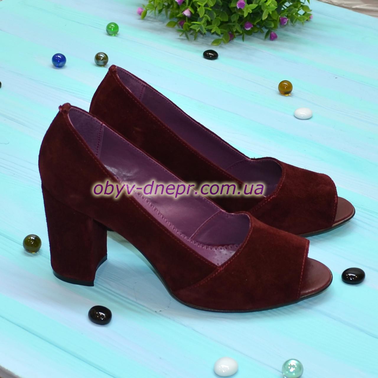 Туфли замшевые с открытым носком, на высоком устойчивом каблуке, цвет бордовый
