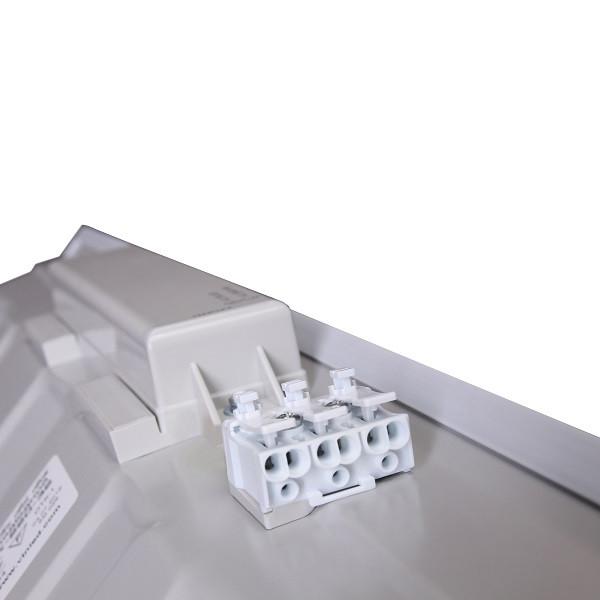 На фото изображена клеммная колодка встроенной светодиодной ЛЕД LED панели 600х600 мм со встроенным драйвером
