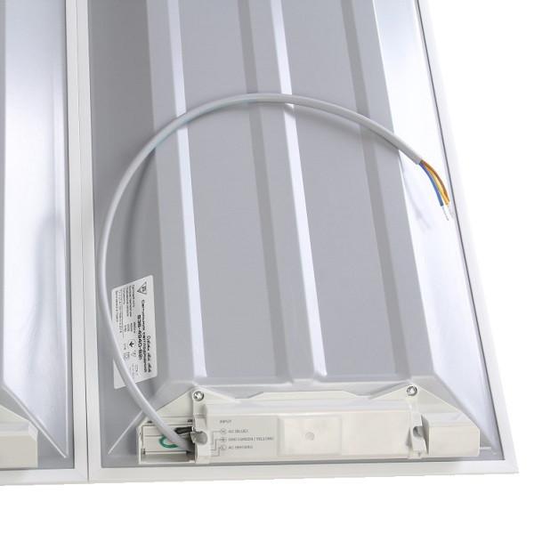 На фото изображен вывод провода питания встроенной светодиодной ЛЕД LED панели 600х600 мм с встроенным драйвером