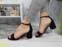 Босоножки на толстом низком каблуке классика с лямочкой черные