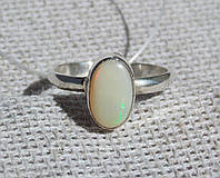 Серебряное кольцо с эфиопским опалом 17,5 размера . Кольца