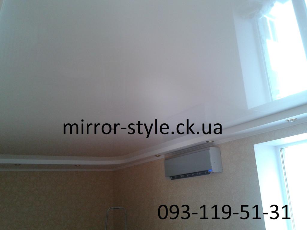 Белый глянцевый натяжной потолок в Черкассах по улице Героев Днепра.