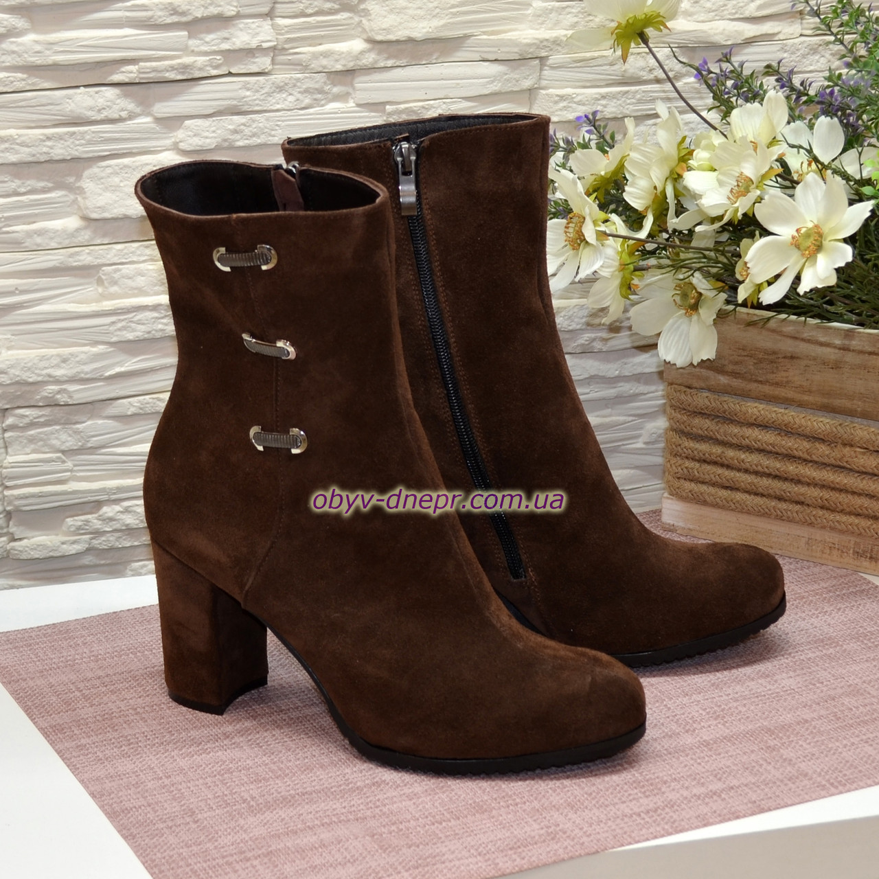 Ботинки демисезонные замшевые на высоком устойчивом каблуке, цвет коричневый