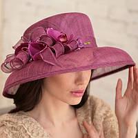 Летняя шляпа с большими полями из соломки