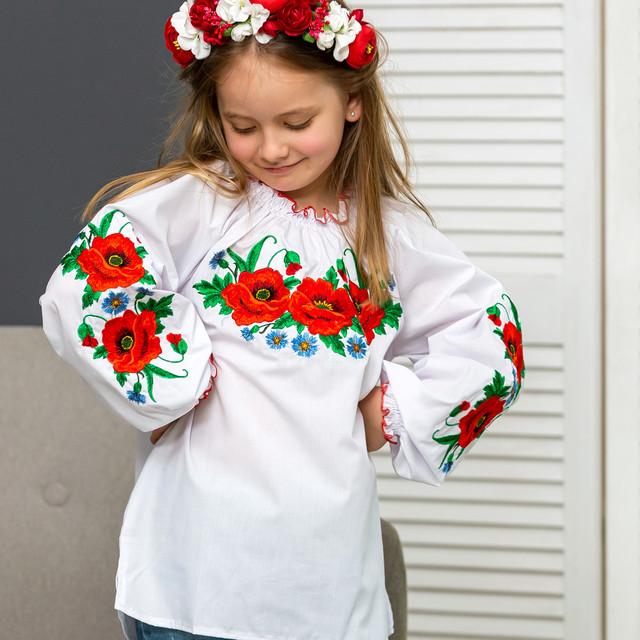 Вышиванка для девочки Красочные маки