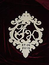 Фамильный герб с датой, декор (50 х 37 см)