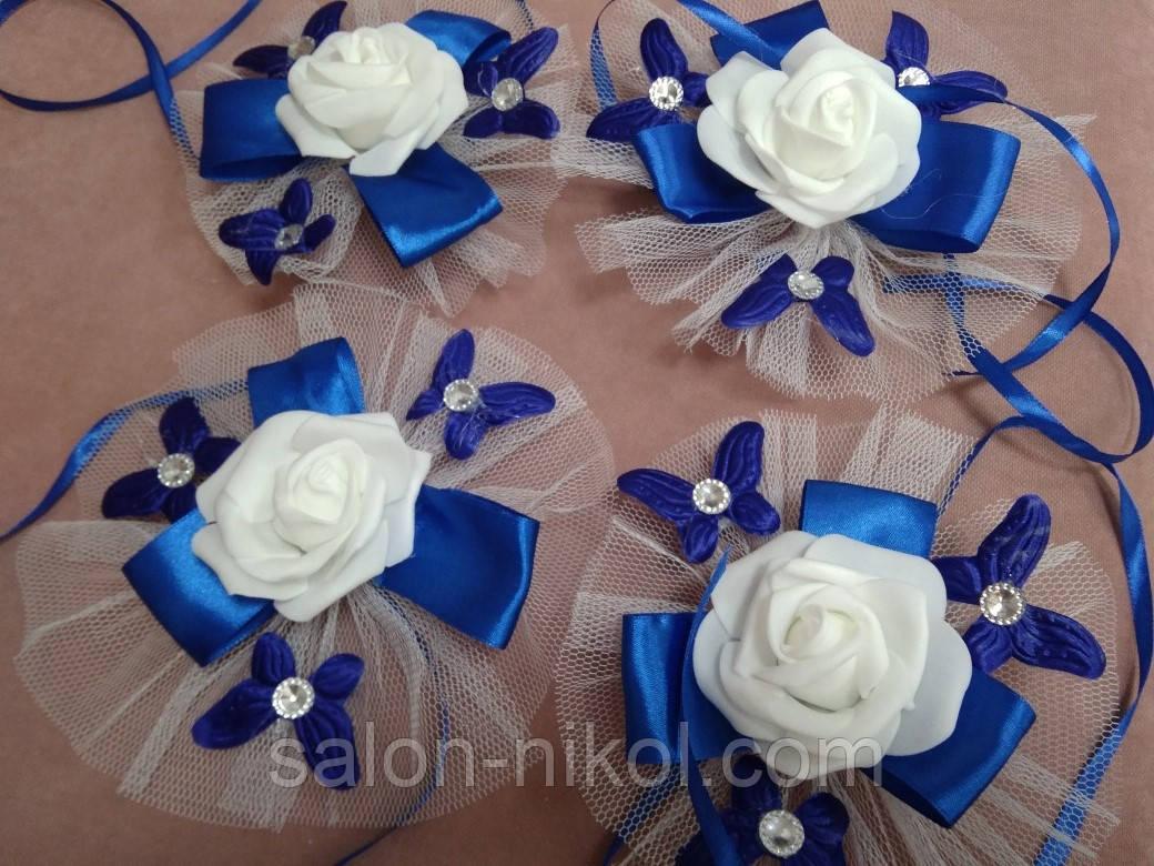 Цветы на ручки авто синие. Украшение на свадебную машину