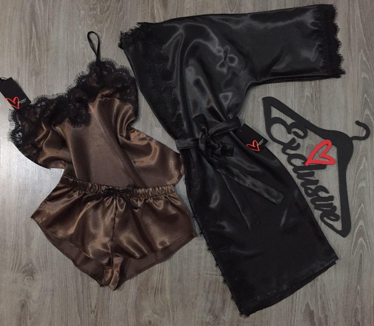 Комплект домашней одежды с кружевом.