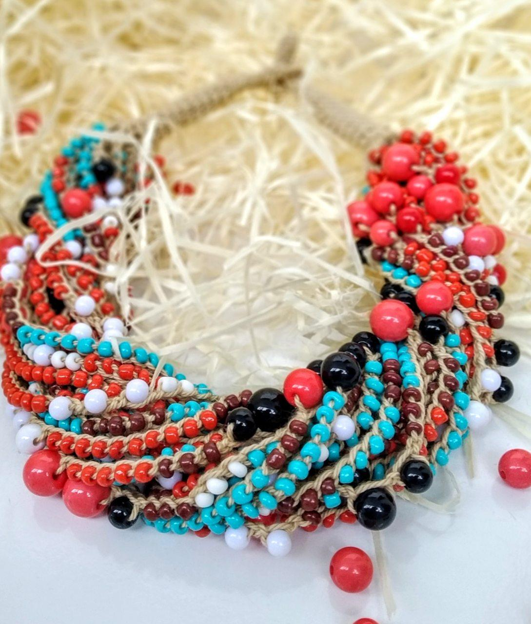 Плетене намисто з бісеру та намистин