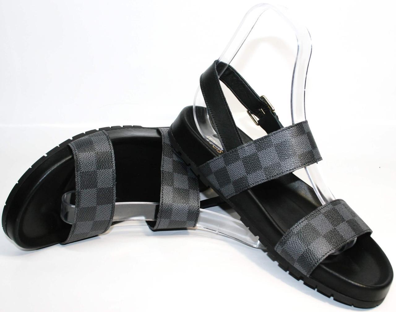 Кожаные босоножки черные Louis Vuitton.