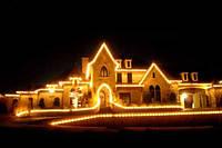 Украшение загородных домов, новогодняя иллюминация фасада, оформление частных резиденций