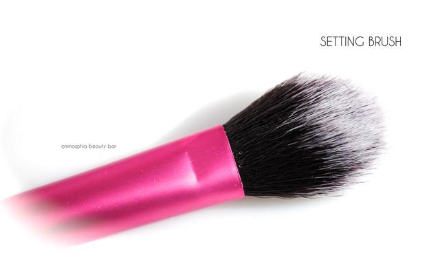 Кисть-акцент для макияжа Real Techniques by Sam & Nic Chapman Setting Brush