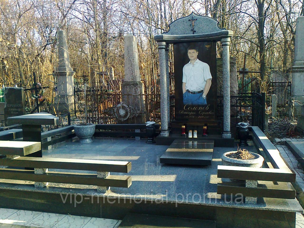 Памятник гранитный Г-22