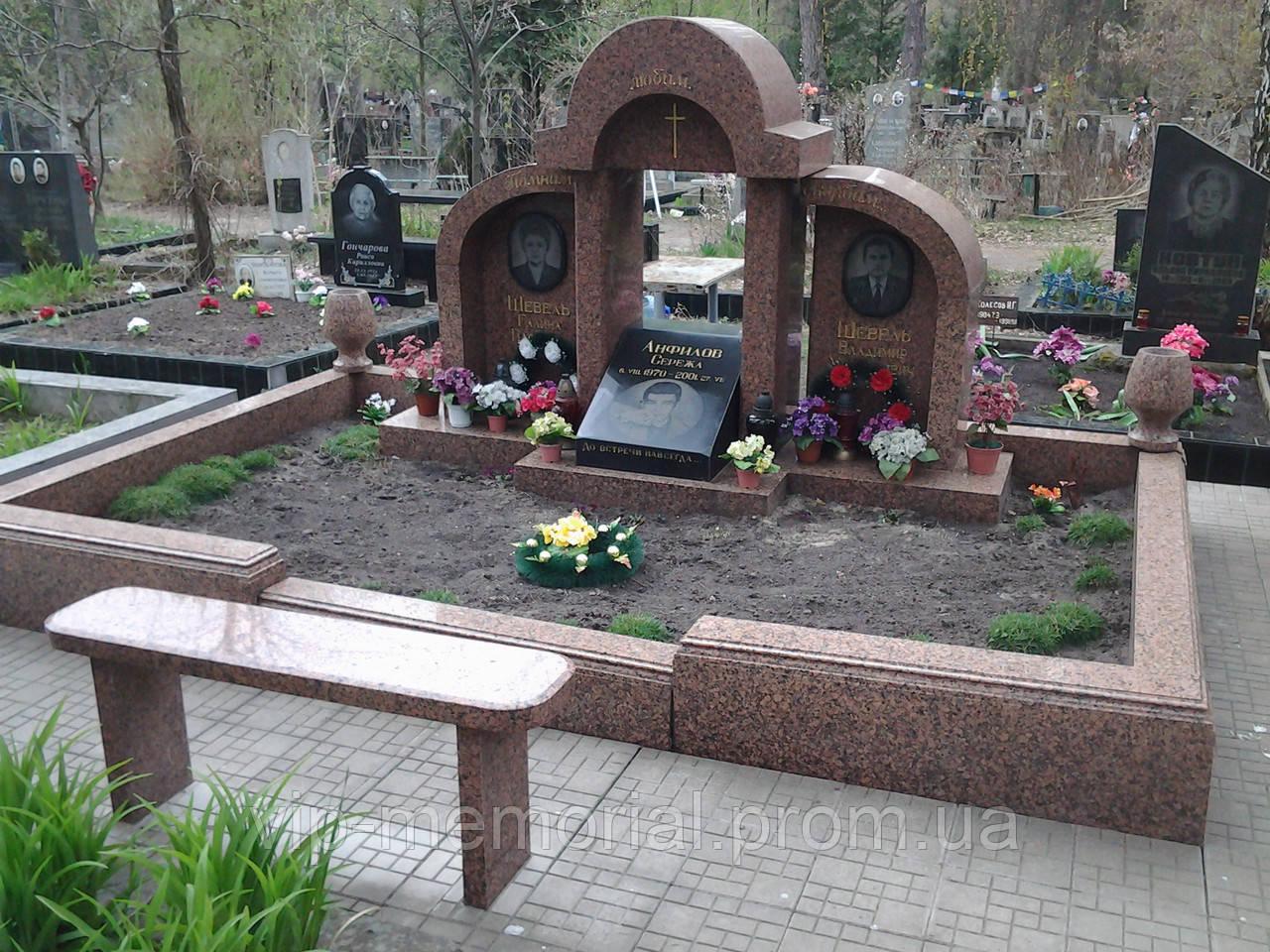 Памятник гранитный Г-93
