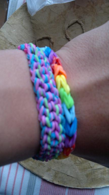 Изделия из резинок Rainbow Loom  4