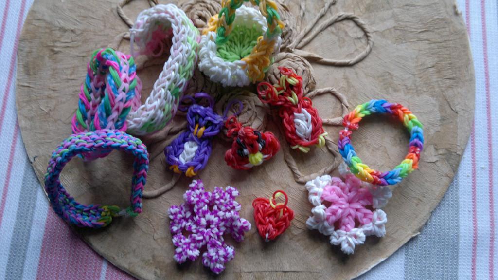 Изделия из резинок Rainbow Loom  11