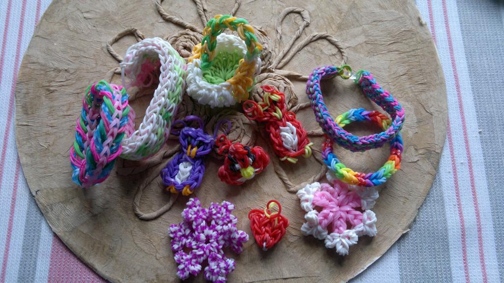 Изделия из резинок Rainbow Loom  12