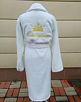 e2ab058dc1a5 Белый махровый халат с короной и индивидуальной надписью на спине