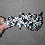 Обруч-діадема з блакитними кристалами, честкими намистинами та основою кольору срібло, фото 2