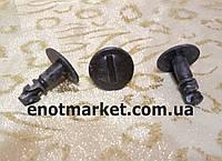 Крепление защиты моторного отсека Seat Cordoba / Ibiza / Inca. ОЕМ: 8D0805121B, фото 1