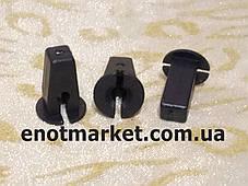 Крепление подкрылок (надколесные дуги) много моделей Volkswagen. ОЕМ: 6N0809966A
