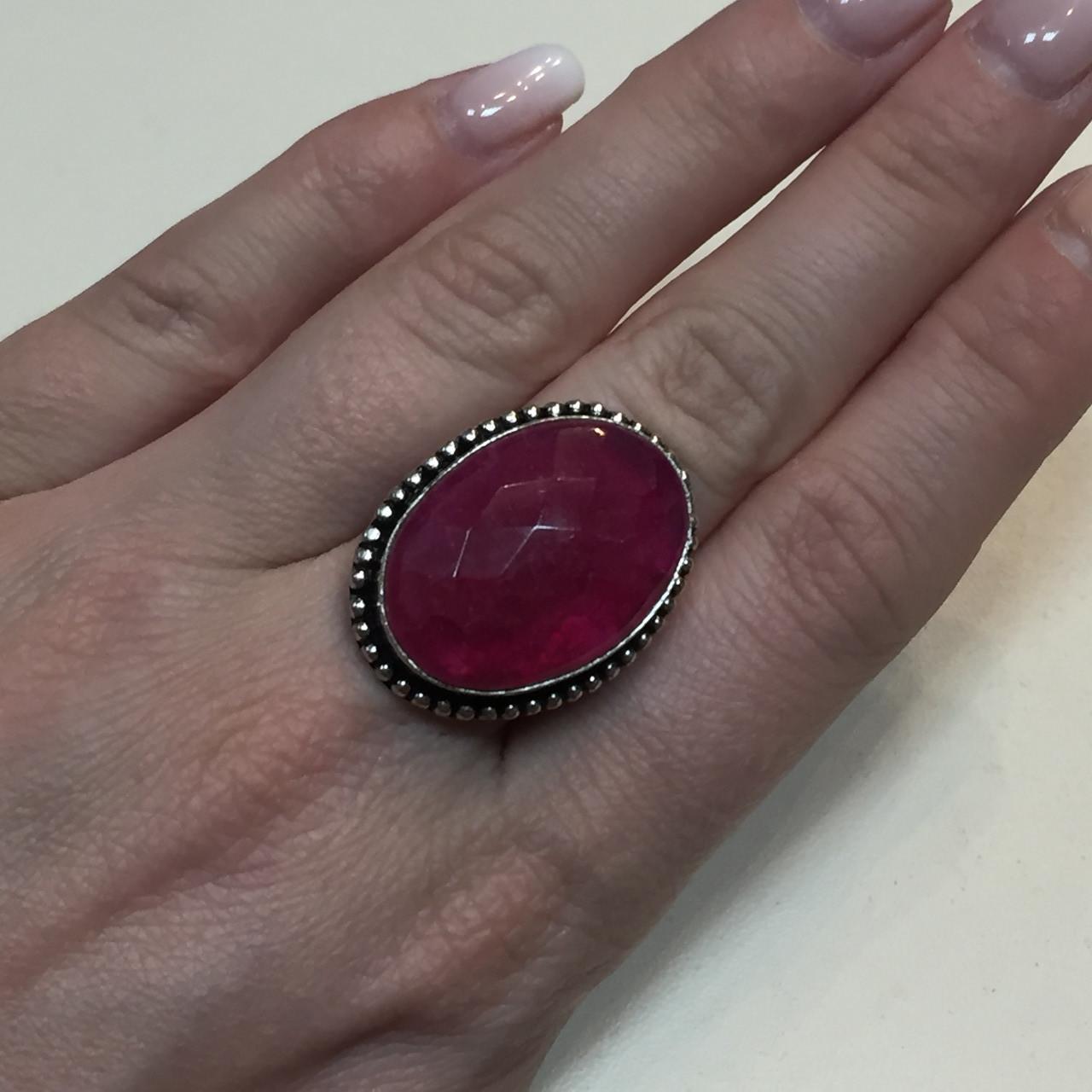 Рубин красивое кольцо овал с рубином. Индийский рубин в серебре размер 17,5 Индия