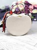 Женская сумочка через плечо на длинном ремешке маленькая сумка кожзам молочная