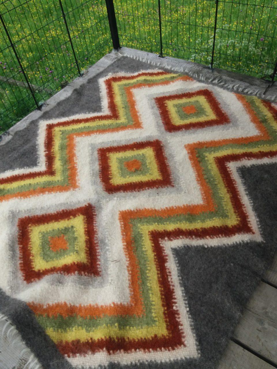 Ліжник- коврик з натуральної овечої шерсті