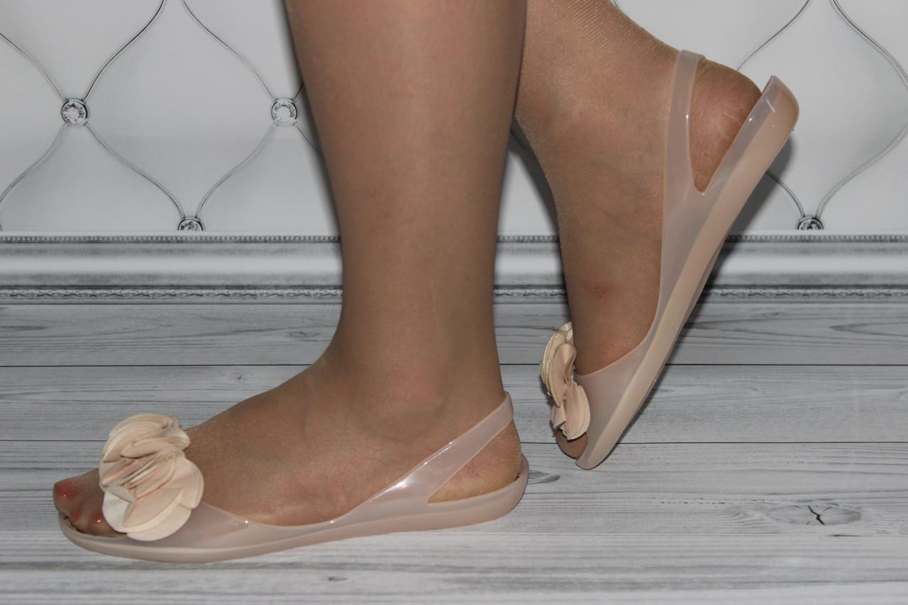 Женские летние балетки силикон бежевого цвета
