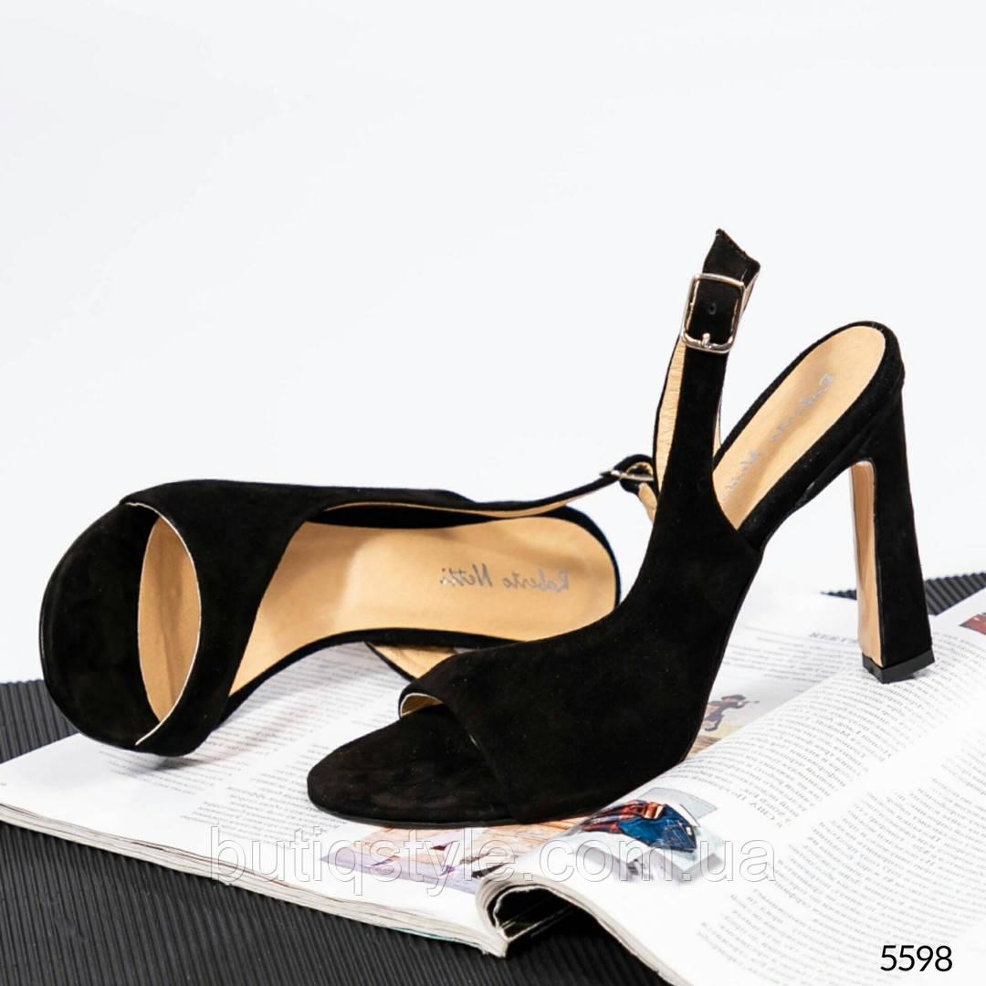 Черные босоножки на высоком каблуке натуральный замш