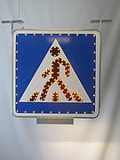 Светодиодный дорожный знак «Пешеходный переход» двухсторонний со светильником