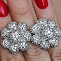 Серебряные серьги родированные с фианитами в форме цветка СШ-100