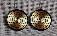 Круглые серьги в чёрно-золотой цветовой гамме