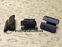 Нажимное крепление тепло-шумоизоляции капота много моделей Seat. ОЕМ: 867863849A01C, 867863849A