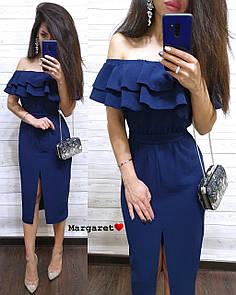 Приталенное платье с открытыми плечами и двойным воланом 9py2945