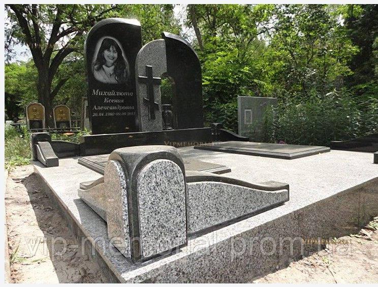 Памятник гранитный Г-561