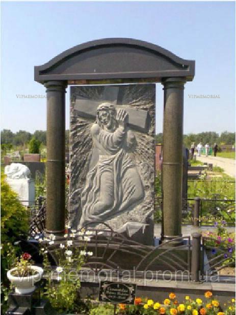 Памятник гранитный Г-590