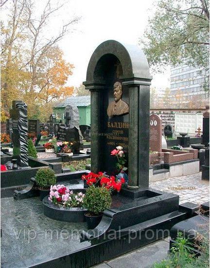 Памятник гранитный Г-668
