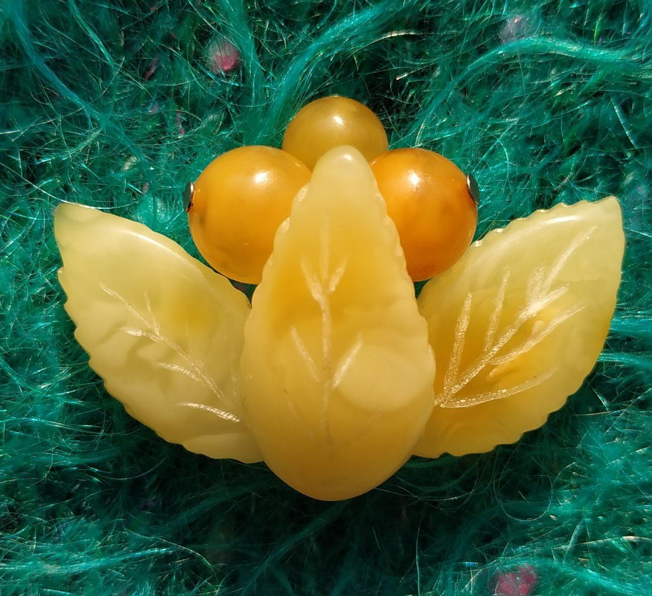 Янтарь брошь янтарь ветка малая с натуральным королевским янтарем