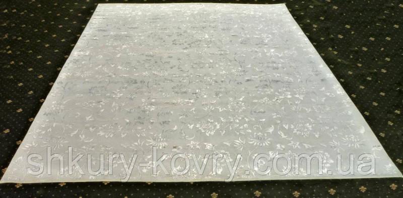 Светлый ковер из шерсти и шелка ручной работы высокой плотности