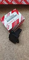 Расходомер датчик расхода воздуха Toyota RAV 4 Lexus RX300  2220422010