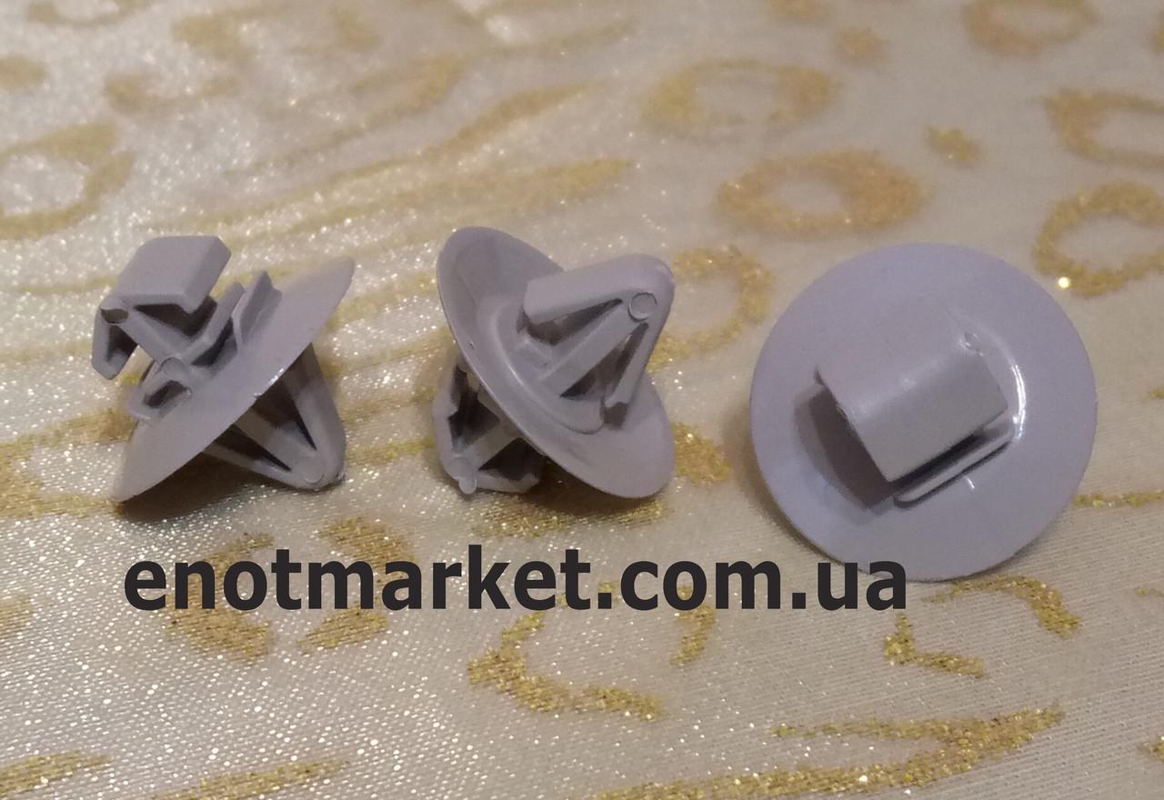 Крепление молдинга Opel Vivaro / Movano A. ОЕМ: 500326896, 7703077421, 7701470779, 7701470779, 4501589