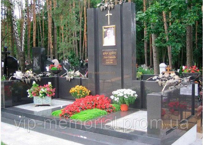 Памятник гранитный Г-744