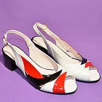 Босоножки белые кожаные на невысоком устойчивом каблуке от производителя