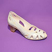 Босоножки женские кожаные белые на невысоком устойчивом каблуке, фото 1