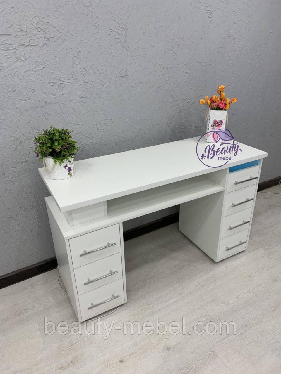 Маникюрный стол с УФ-лампой и толстой столешницей